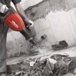 Демонтаж бетонного пола отбойным молотком